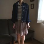 たまにはスカートも履いてみようと思って買ったのに、何と合わせたらいいのかわからず一度も着ていなかった…。